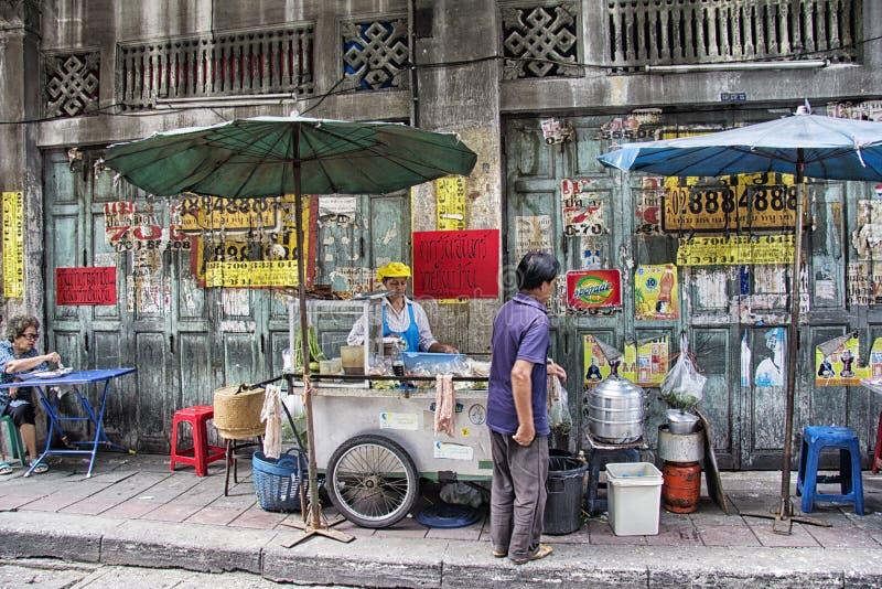 曼谷, THAILAND-OCTOBER第26 2013年:一个街道厨房在Chinato 库存照片