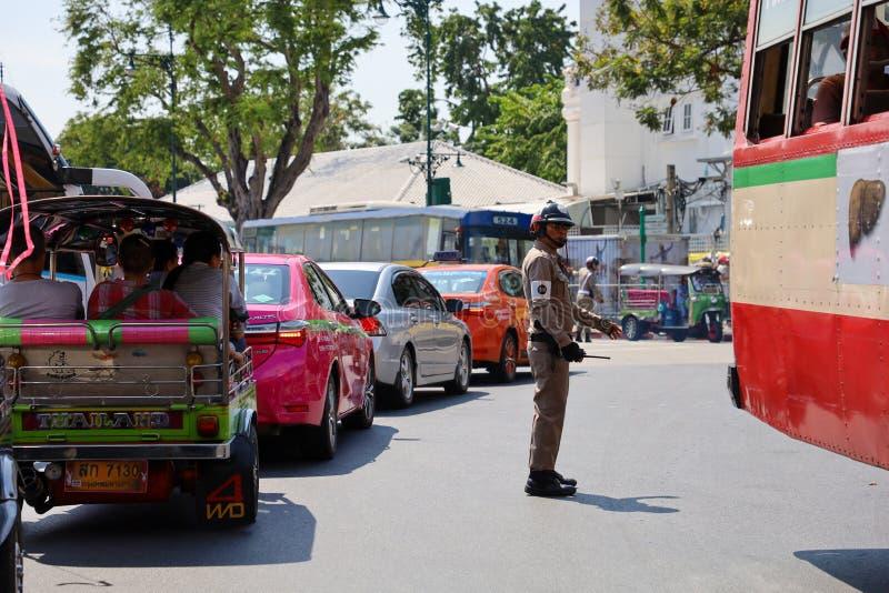 曼谷/泰国 — 2019年11月18日:前往泰国曼谷大皇宫翡翠佛像 免版税库存图片