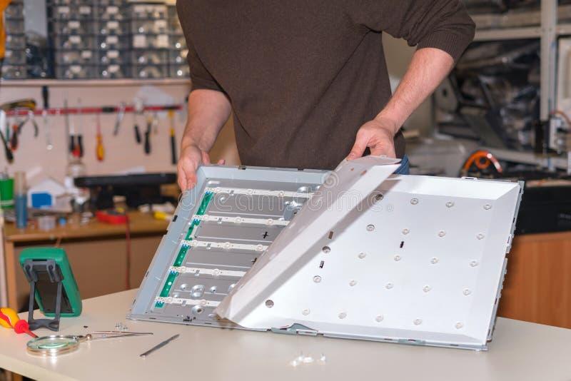 替换在现代LCD电视的LED背后照明 免版税图库摄影