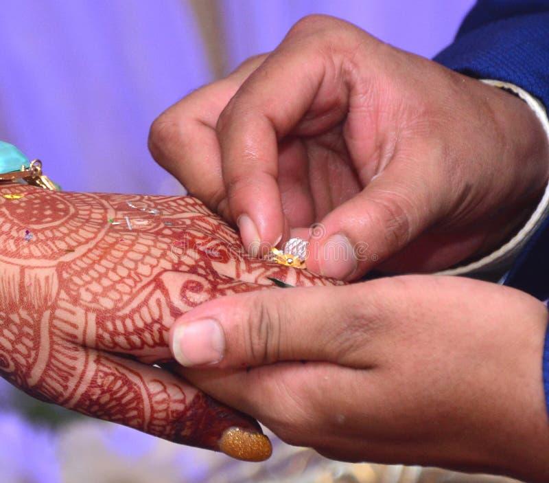最佳的结婚戒指仪式照片 免版税库存照片
