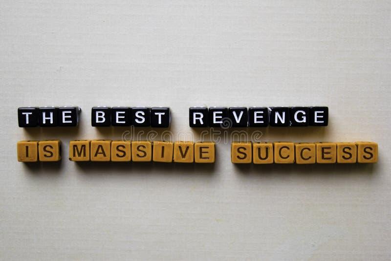 最佳的Revenger是在木块的巨型的成功 企业和启发概念 免版税库存图片