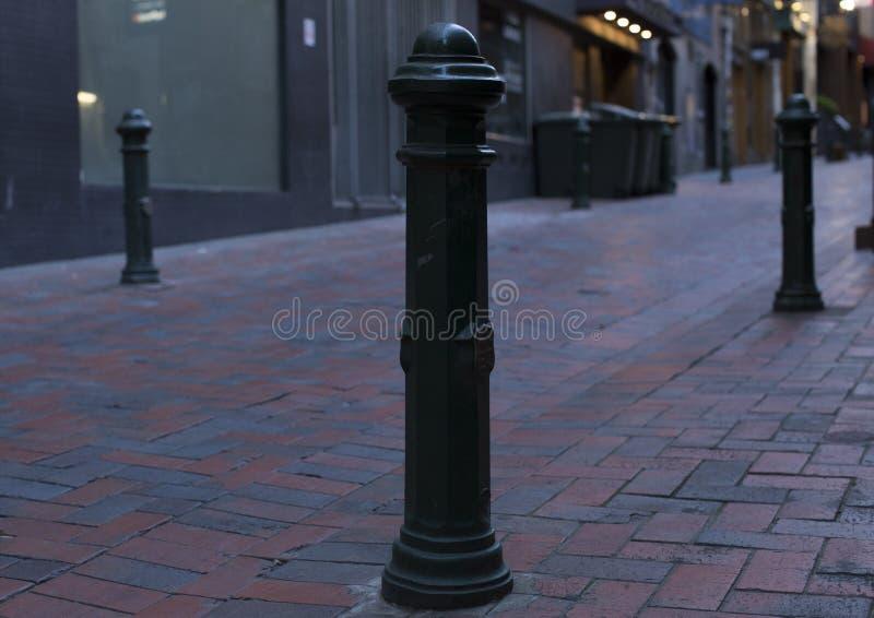最后得到一些爱的幽静街道杆 库存照片