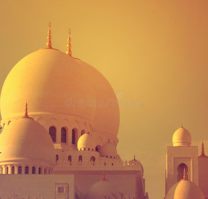 最大的清真寺阿拉伯联合酋长国,扎耶德GRAND位于阿布扎比的MOSQUE回教族长的美丽的圆顶 免版税库存图片