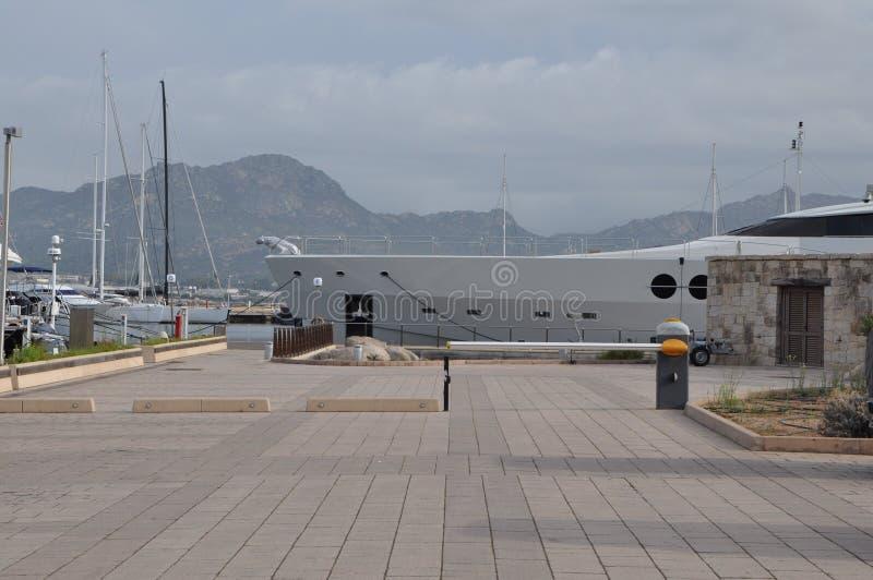 最大的游艇夫人M在撒丁岛 库存照片