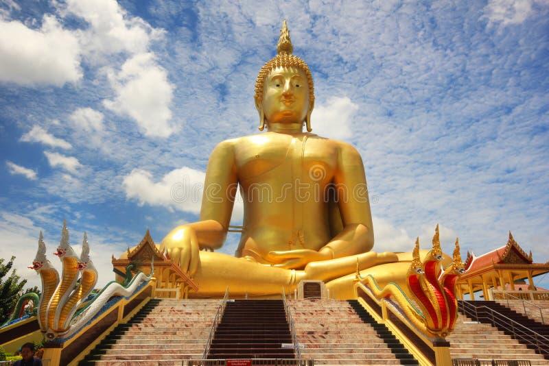 最大的菩萨雕象在泰国Wat Muang位于Angtong 免版税图库摄影