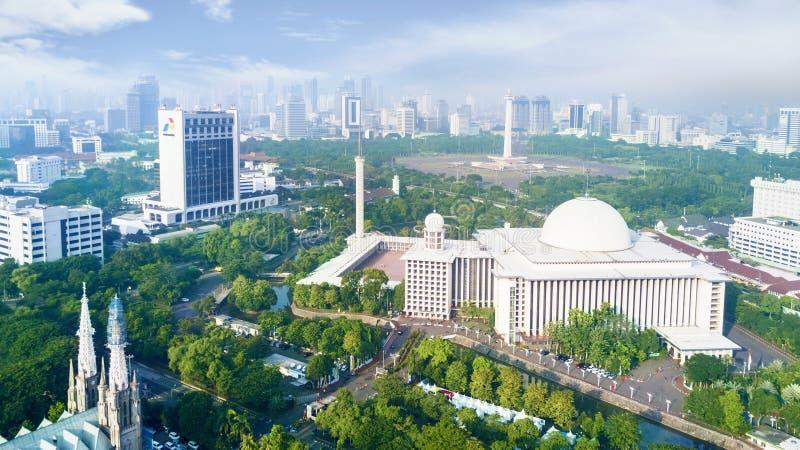 最大的Istiqlal清真寺在街市 库存照片