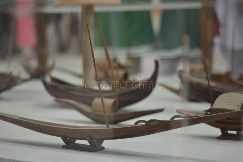 最夺目的小船的人为小船一在纽波特 免版税库存照片