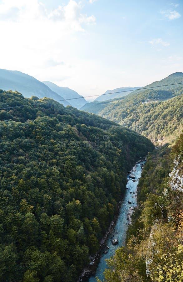 最深的峡谷在欧洲 塔拉河峡谷 黑山 库存图片