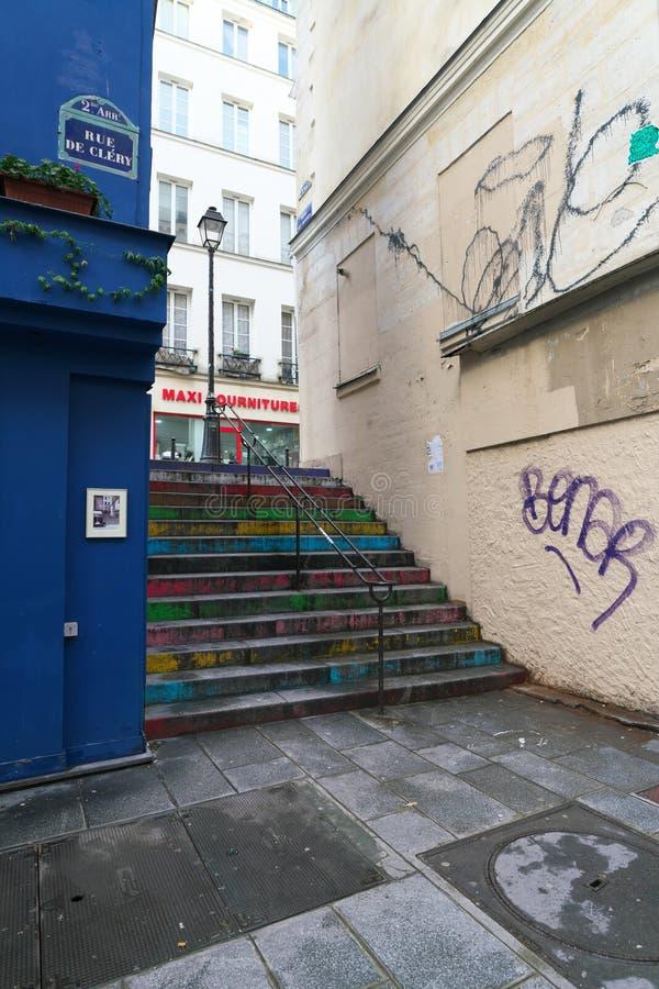 最短的街道在巴黎--云香des Degres 库存图片