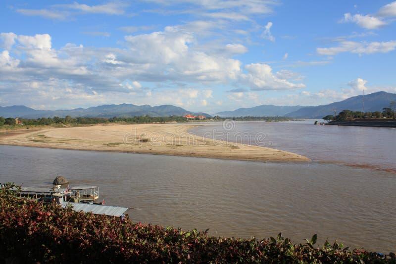 最著名的游人是金黄三角在城镇Saen,清莱,泰国 免版税图库摄影