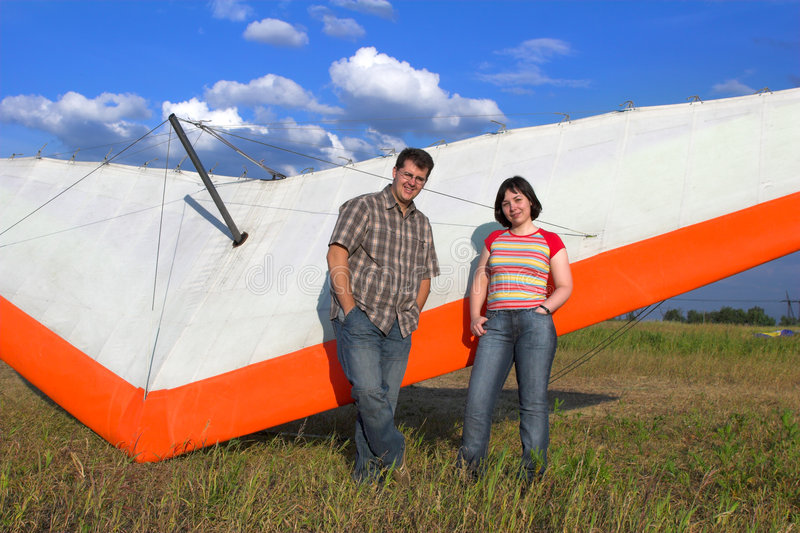 Download 最近的对paraglide微笑的翼 库存图片. 图片 包括有 愉快, 停止, 滑动, 室外, 航空, 部分 - 3653929