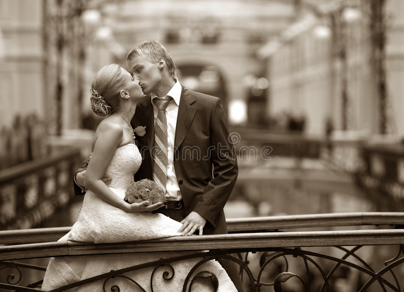 最近结婚的夫妇 免版税库存图片