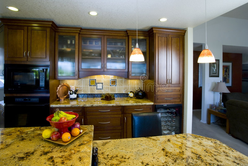 最近被改造的厨房 免版税图库摄影