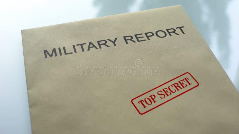最高机密军事的报告,在与重要文件的文件夹盖印的封印 图库摄影