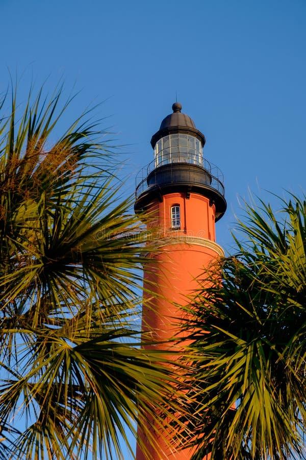 最高的灯塔的垂直的图象在佛罗里达和第二t的 免版税库存照片