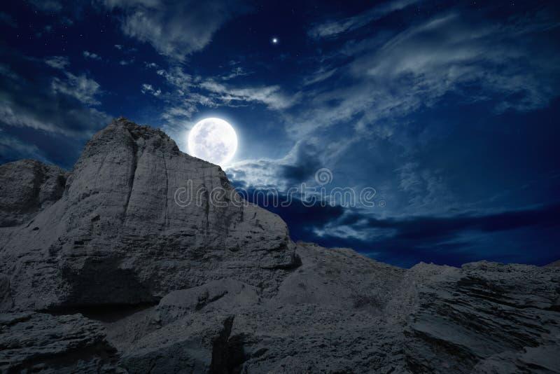 满月上升 免版税库存照片