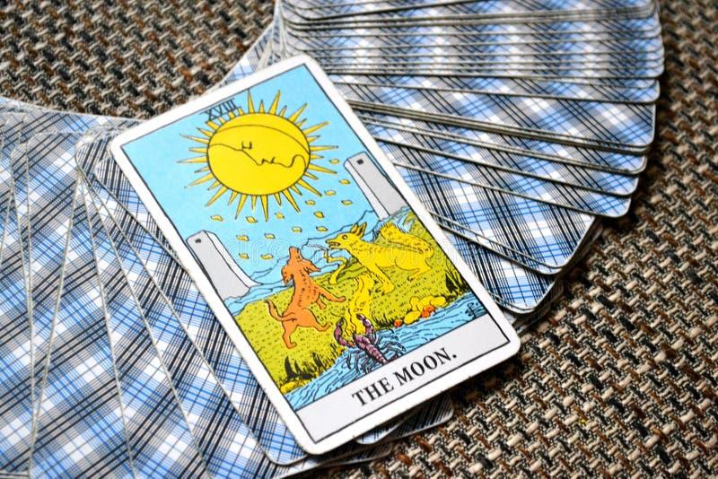 月亮占卜用的纸牌作梦,恶梦,幻觉,暗藏的事 免版税库存照片