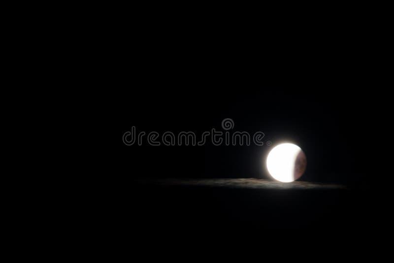 月亮和发光的云彩 图库摄影