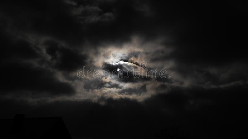 月亮或太阳? 免版税库存图片