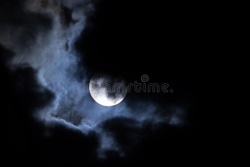 月亮晚上云彩 库存照片