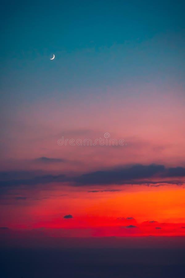 月亮的夕阳 库存照片