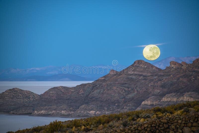 月亮设置在玻利维亚 库存照片