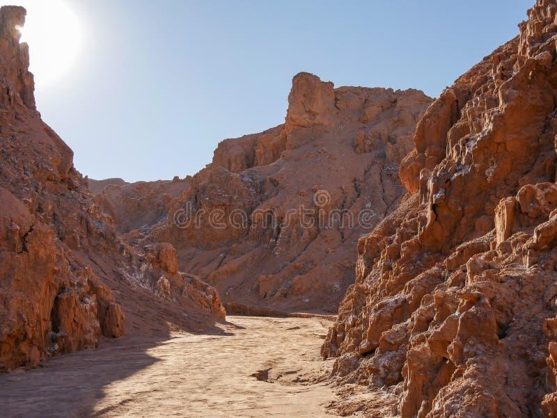 月亮谷瓦尔de la月,智利atacama,天空蔚蓝红色岩石 免版税库存图片