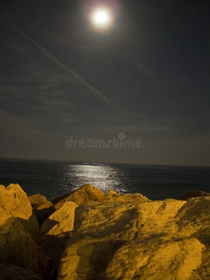 月光晚上海运 库存图片