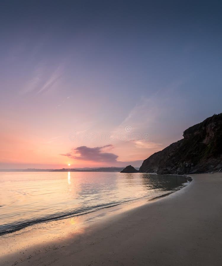 9月日落, Polkerris海滩,康沃尔郡 库存图片