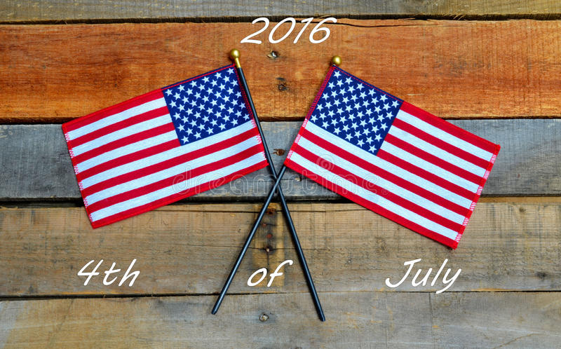 Download 2016年7月第4,在板台木头的美国国旗 库存图片. 图片 包括有 蓝色, 会议室, 独立, 亚马逊, 当事人 - 72364577