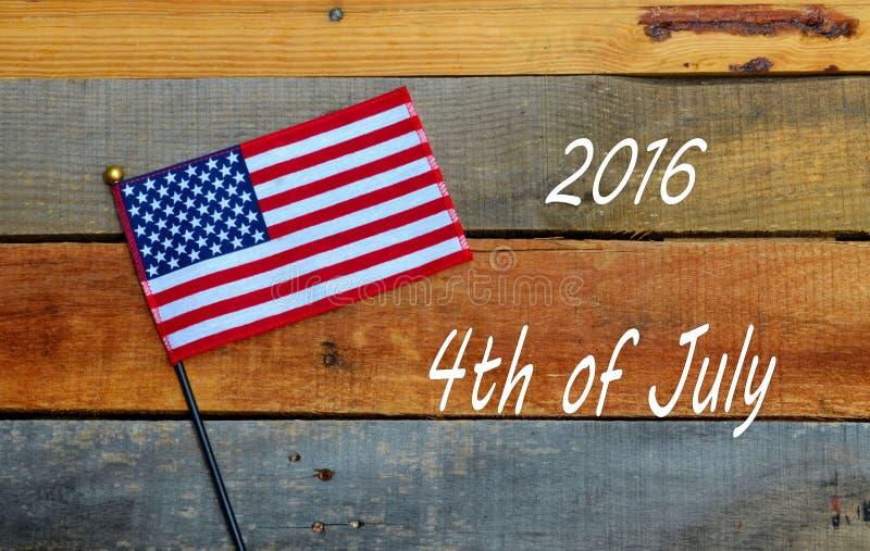 Download 2016年7月第4,在板台木头的美国国旗 库存照片. 图片 包括有 国家, 亚马逊, 7月, 标志, 红色 - 72366012