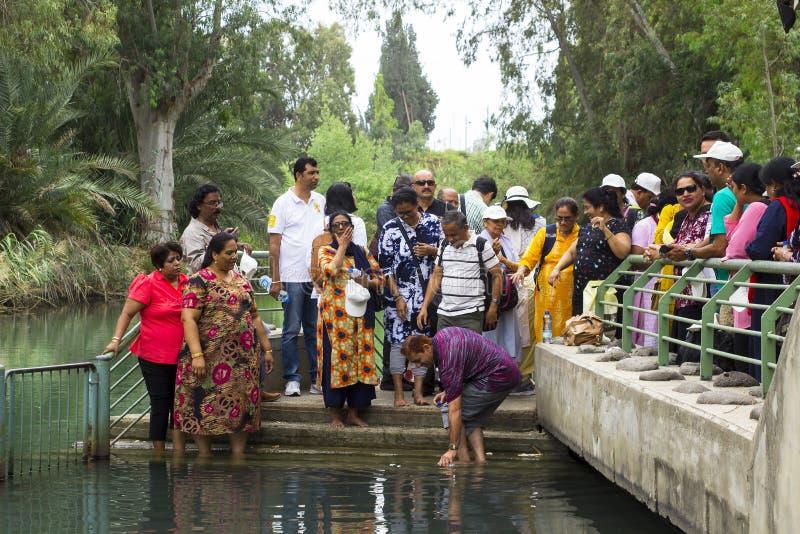 5月12日在河约旦的2018访客ezplore著名Yardenit洗礼中心在以色列的土地 免版税库存照片