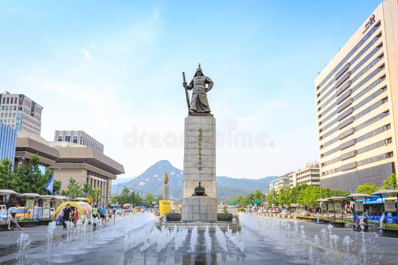 2017年6月19日有海军上将伊的雕象的Gwanghwamun广场 库存照片