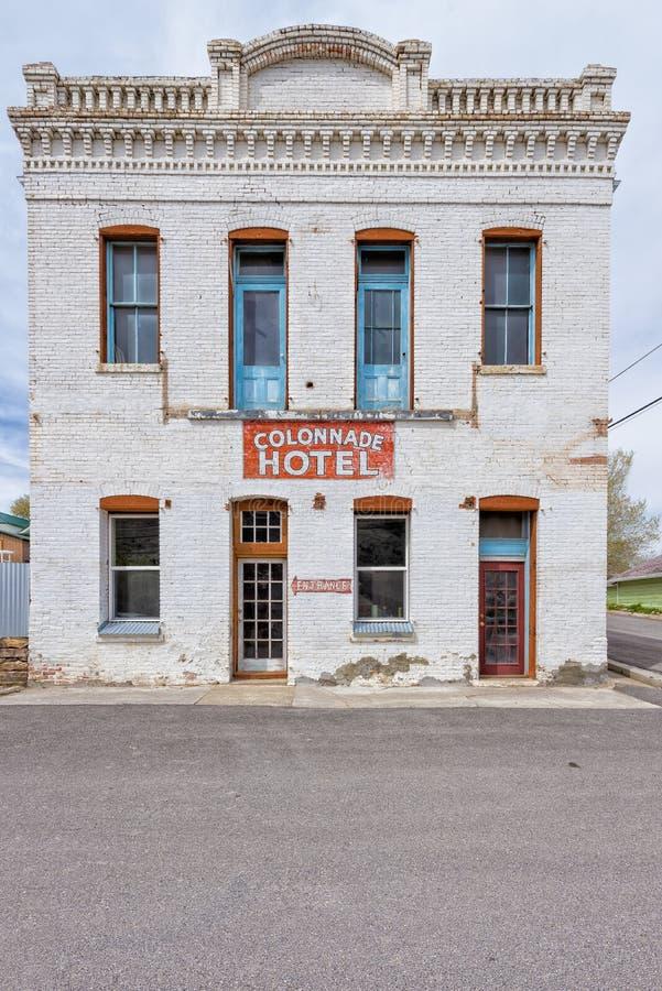2015年5月11日,前采矿社区的柱廊旅馆  库存图片