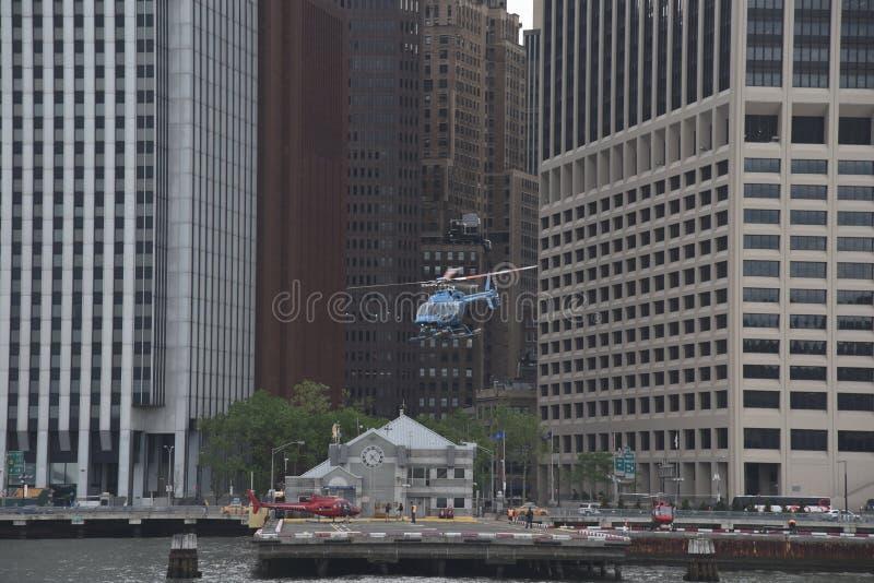 2017年5月20日,华尔街直升机场,曼哈顿,纽约 离开直升机场的直升机 库存照片