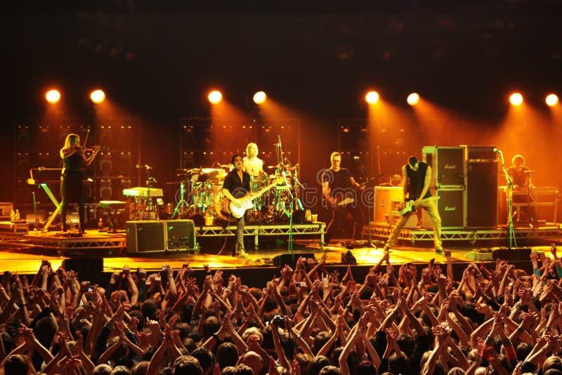 2012年9月22日,在星期六摇滚乐队安慰剂和布莱恩・莫尔可音乐会的在体育宫殿在米斯克,白俄罗斯 库存照片
