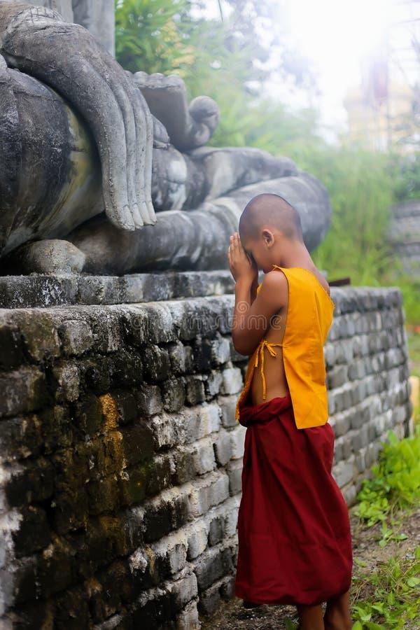 2560 10月16日,新手修士在缅甸的vipassana凝思 免版税库存照片
