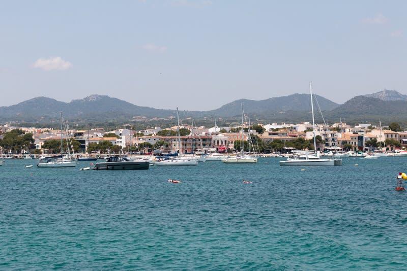 2017年6月16日,波尔图Colom,西班牙-波尔图Colom港口和老镇的看法 免版税图库摄影