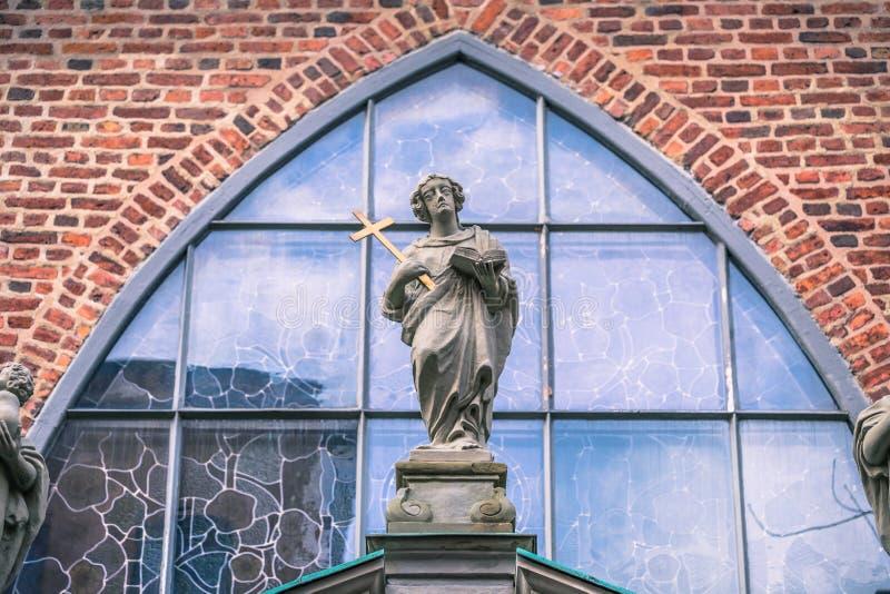 2017年1月21日:老镇o的德国教会的雕象 免版税库存照片