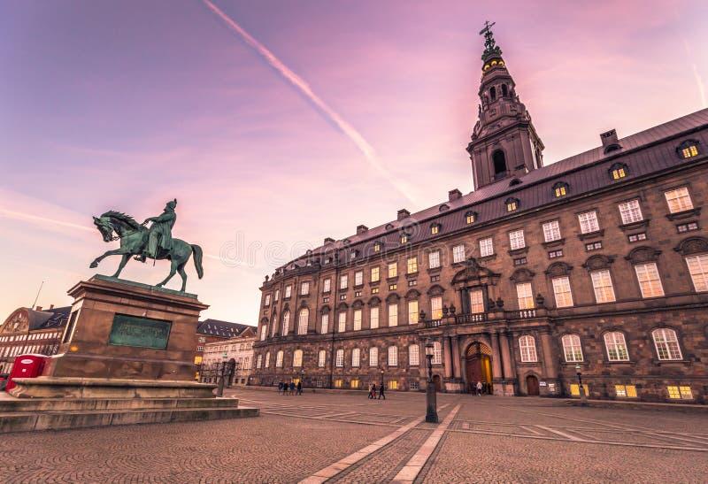 2016年12月02日:Christianborg宫殿门面在哥本哈根, 图库摄影