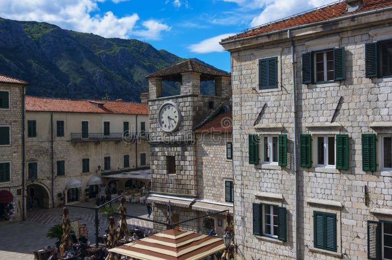 2017年4月20日 在军械库正方形的尖沙咀钟楼在科托尔,黑山 免版税库存图片