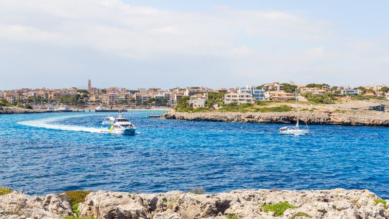 2016年5月16日 在海湾的小船 Potro克里斯多,马略卡,西班牙 库存图片