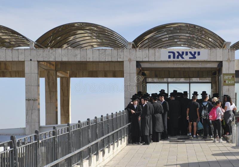 2015年3月26日 在西部墙壁附近的杨宗教正统犹太人 耶路撒冷 库存照片