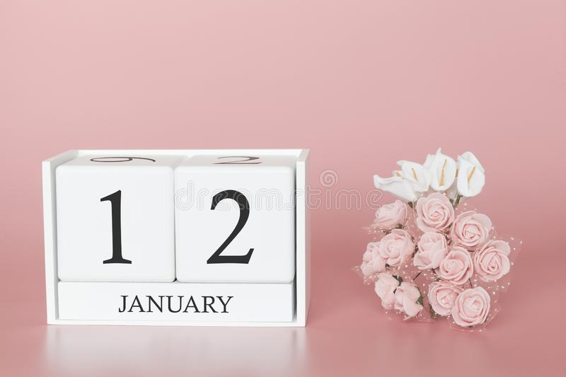 1月12日 天12月 在现代桃红色事务的背景、概念和一个重要事件的日历立方体 库存照片