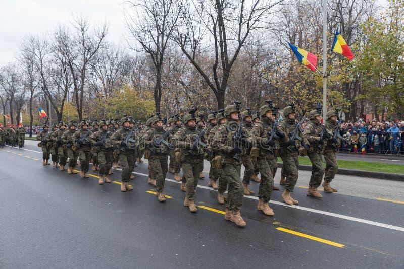 Download 12月1日-罗马尼亚的国庆节的军事游行 编辑类图片. 图片 包括有 行军, 步兵, 盖帽, 防御, browne - 105051200