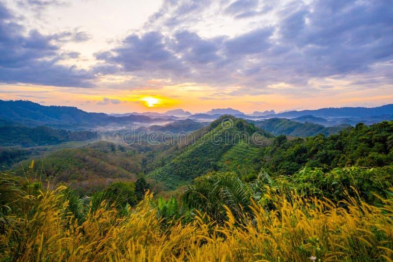 1月1日2018-Phang nga:在Phu Ta大桶观点Phang Nga省的日出 图库摄影