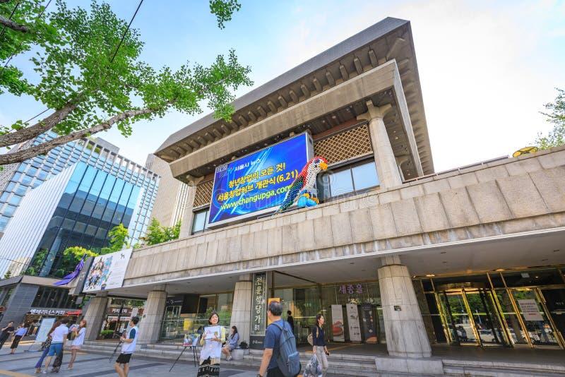 2017年6月19日Sejong文化中心在Gwanghwamun广场,汉城 库存图片