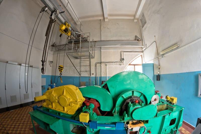 有一个大电泵浦的技术室 免版税图库摄影