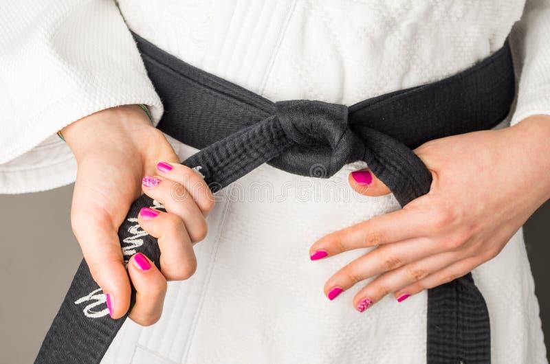 Download 有一个女孩的指甲油的手有黑腰带级选手的在武术, 库存照片. 图片 包括有 关闭, 女孩, 成人, artsiest - 72357276