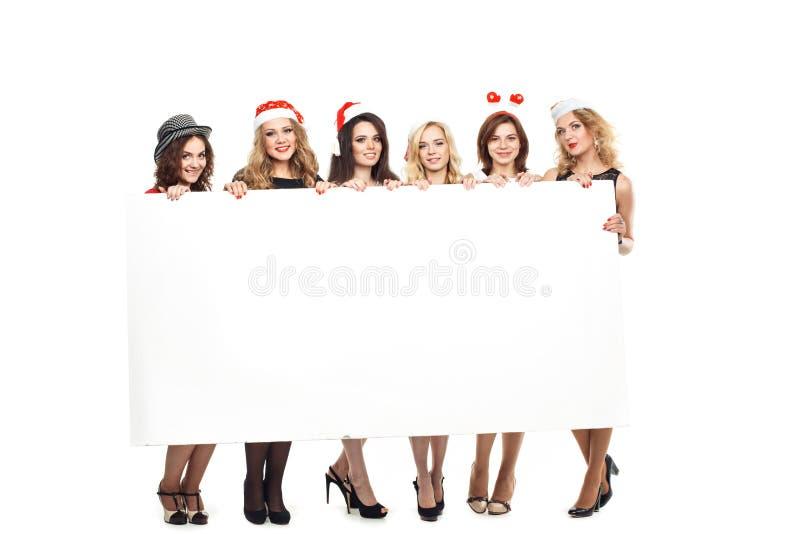 有一个标志的妇女在白色圣诞节帽子 免版税库存照片